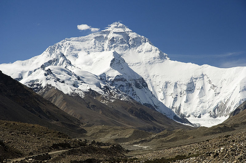 800px-Everest_North_Face_toward_Base_Camp_Tibet_Luca_Galuzzi_2006