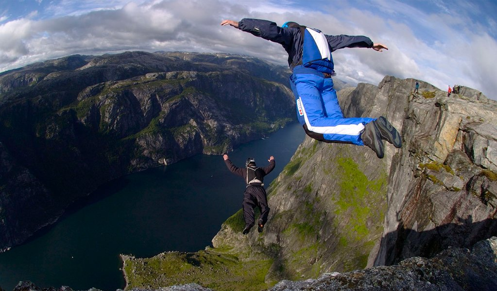 Base Jumping most dangerous sports